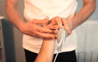 trattamento delle articolazione della mano con Tecarterapia Human Tecar