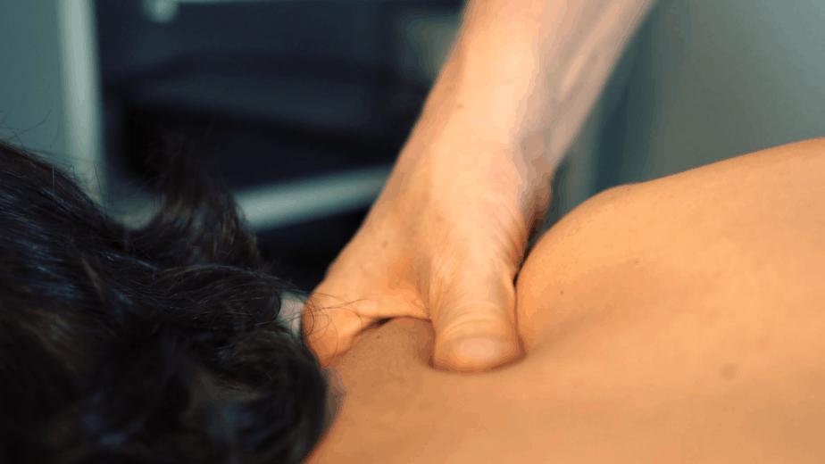 Tratttamento manuale per cura e prevezione del dolore alla spalla